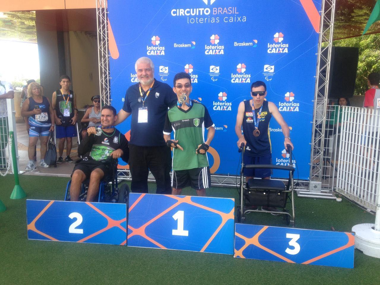 Paratletas se destacam no Circuito Loterias Caixa de atletismo e natação