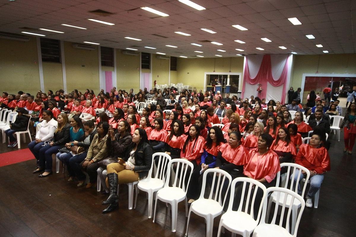 Programa Lado a Lado forma mais de 200 alunos