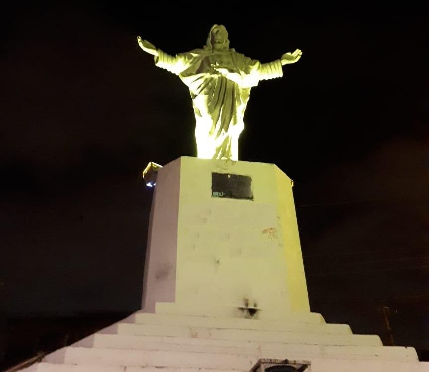 Prédios públicos ganham iluminação especial para a campanha Maio Amarelo