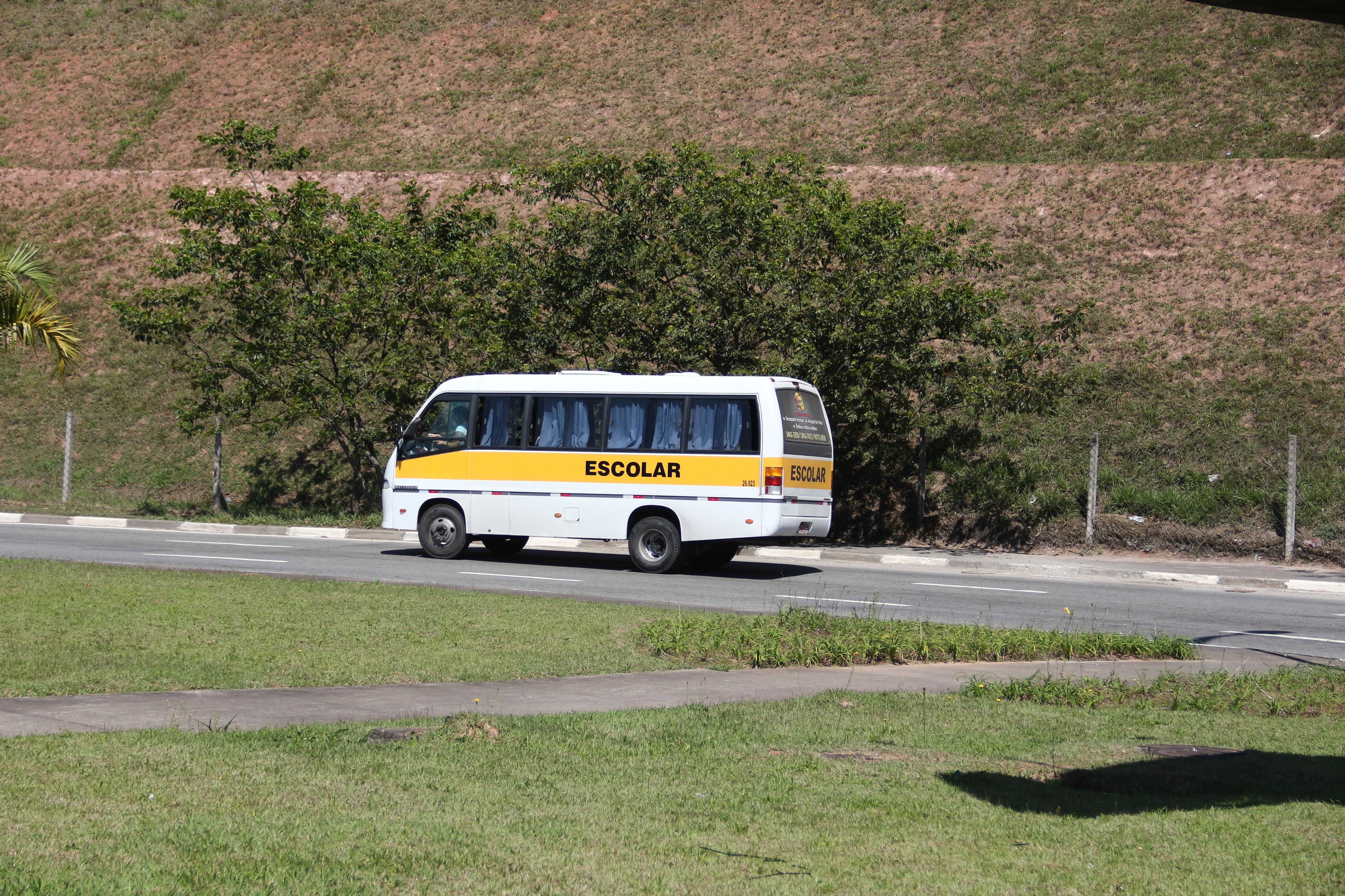 Tecnologia implantada em táxis e vans escolares permite identificação de informações sobre motoristas e veículos