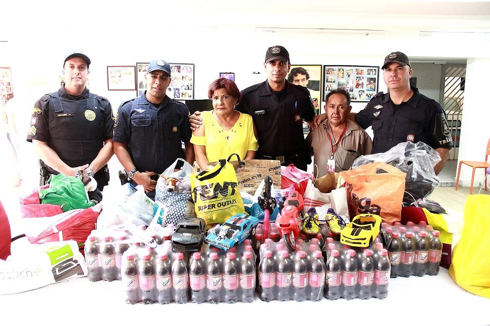 GCM realiza doação de alimentos, brinquedos e roupas para a Cajec