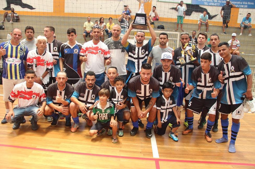 Boa campanha garantiu ao Elite a taça de prata do 4º Campeonato Municipal  de Futsal. 08efa8cc5f982