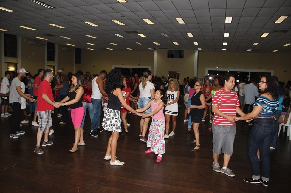 Sexta edição do Samba Rock Fest animou o domingo no Cemur