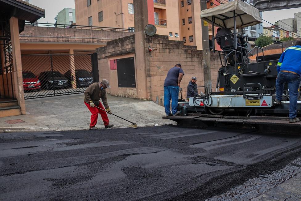 Manutenção retoma recape da Rua Francisco Perez no Jardim Monte Alegre